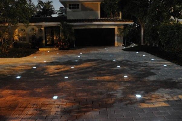 Тротуарная плитка с подсветкой
