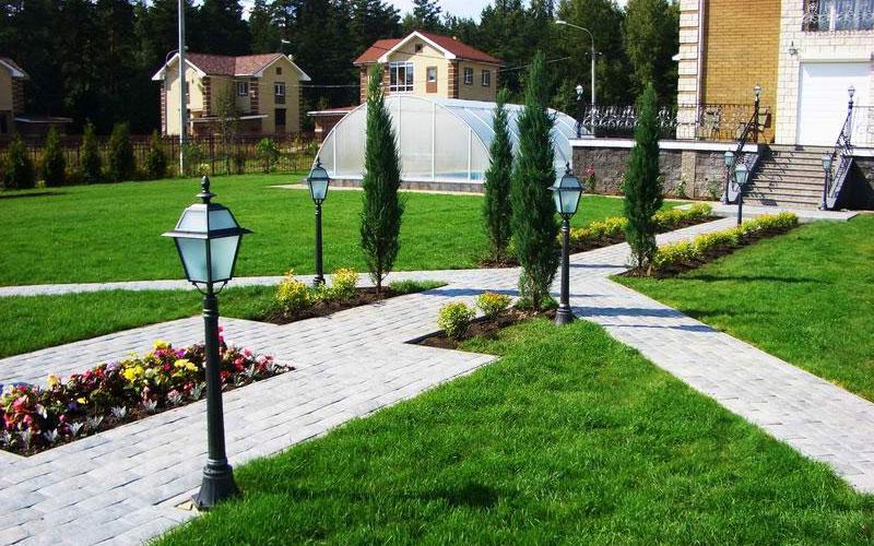 Озеленение и благоустройство придомовой территории