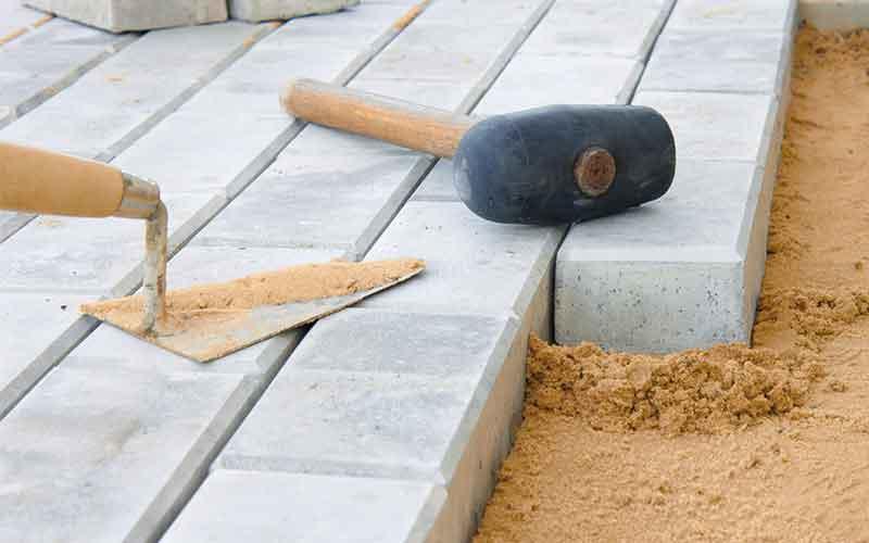 Укладка бетонной брусчатки